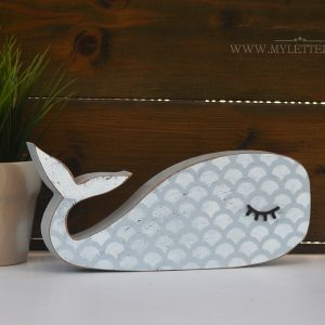 לוויתן מעץ עם עיניים חולמות