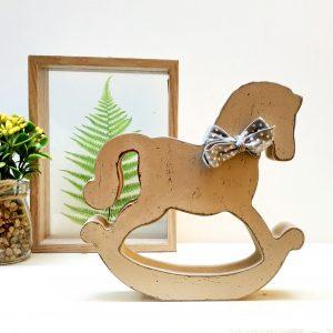 סוס נדנדה עיצטב חדרי ילדים