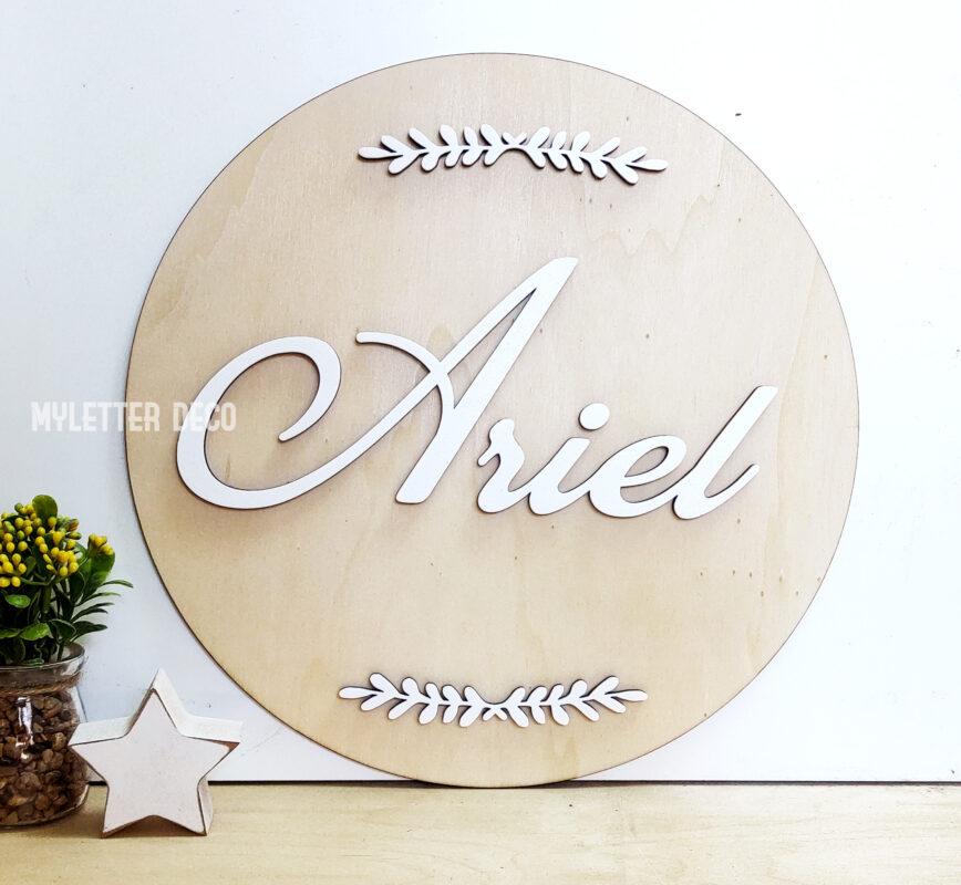 שלט מעץ עם שם של התינוק